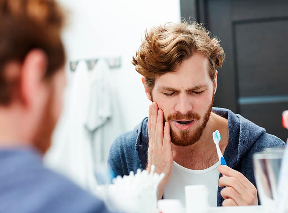 ¿Es normal tener la encía inflamada después de una extracción?