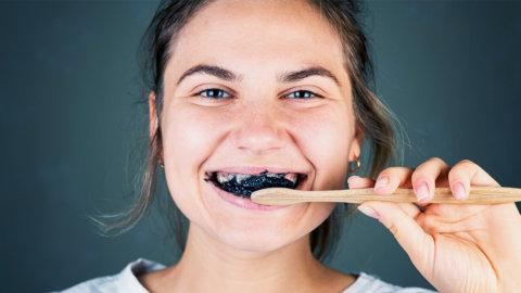 ¿El carbón activado es malo para los dientes?
