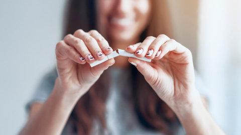 Dientes de fumador: ¿Cómo eliminar las manchas?